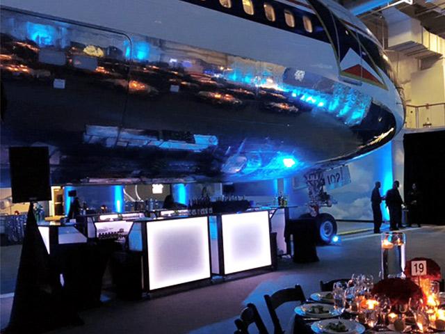 Ultimate Custom Portable Mobile Beverage Catering Event LED Light Up Banquet Bars Folding Deleta Center